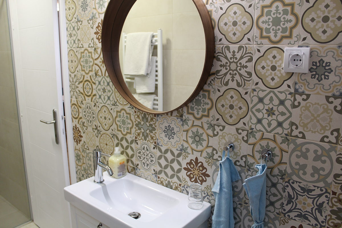 kupatilo ikea ogledalo i umivaonik da dan krene u pravm smeru