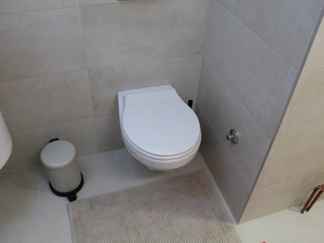 moderno opremljeno kupatilo italijansim sanitarijama i spanskom keramikom