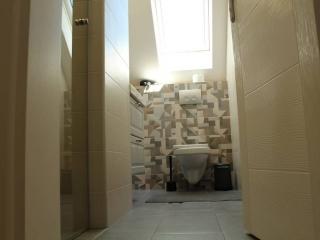 moderno opremljena kupatila, ikea kupatilski namestaj, prenociste uzice, smestaj u uzicu, stan na dan apartmani