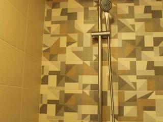 jeftin smestaj u uzicu sa modernim kupatilima i čistim posteljinama