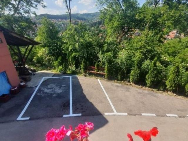 privatni parking sa video nadzovrom za nase goste